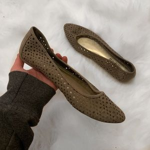 Tan pointed toe cut out flats